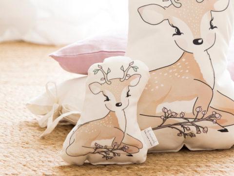 Perfecto sonajero con forma de nuestro pequeño ciervo, para bebés o para decorar la cuna. Un regalo original de nacimiento, bautizo, o baby shower.