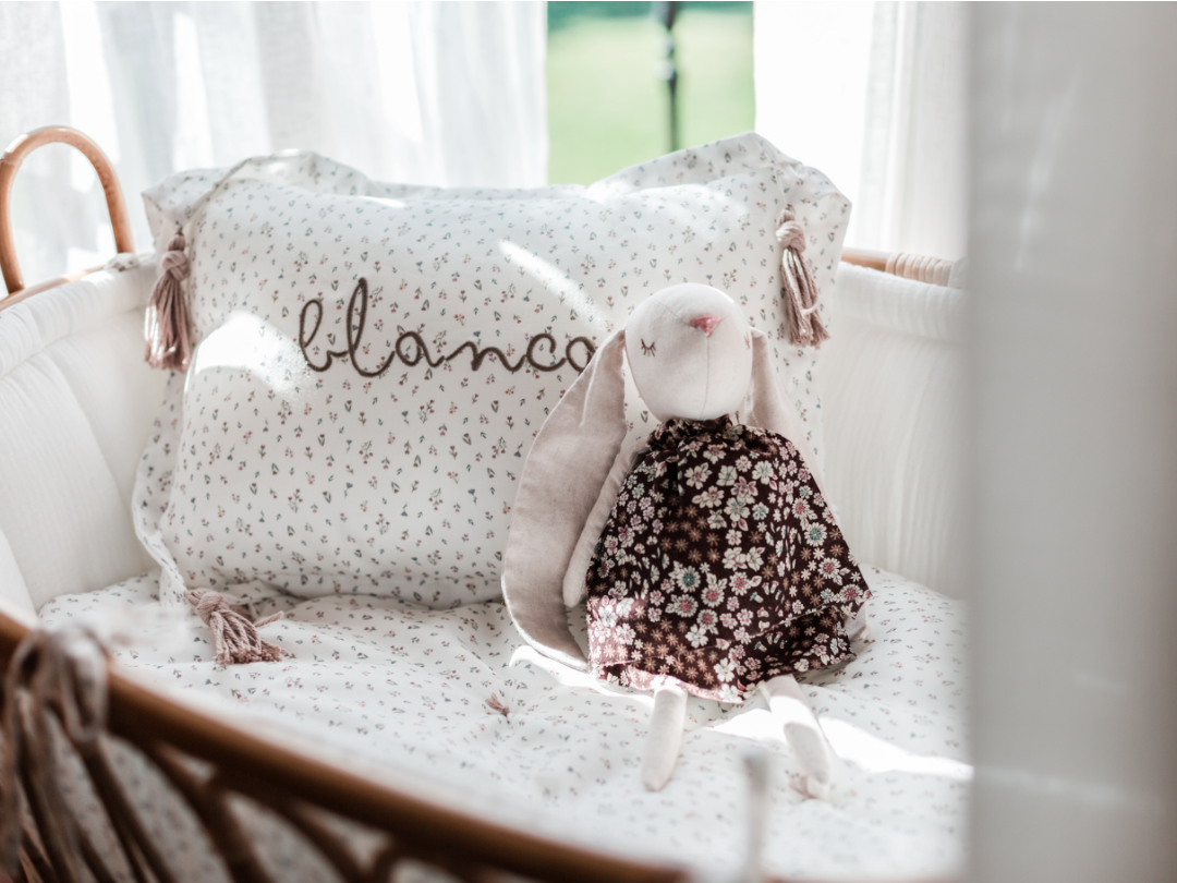 Cojín personalizado hecho a mano. Suave algodón 100%. Hecho con amor. Producto artesanal.